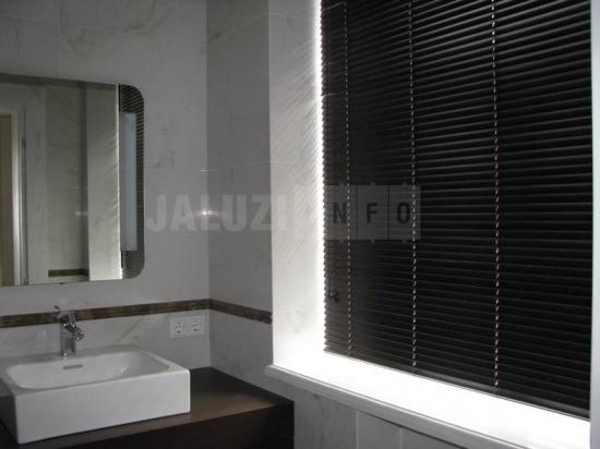 Фото жалюзи в ванной