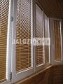 Алюминиевые жалюзи на балконе
